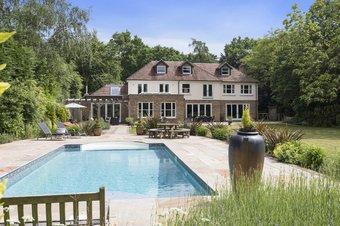 Property Results to let Burstead Lodge, 5 Grosvenor Billinghurst