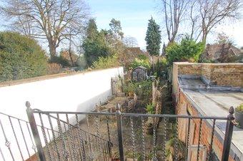 Property Results to let Flat 2, 16 Grosvenor Billinghurst