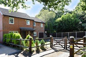 Property Results to let The Oaks 27 Grosvenor Billinghurst