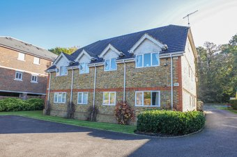 Property Results to let 2 Aston Court, 95a Grosvenor Billinghurst