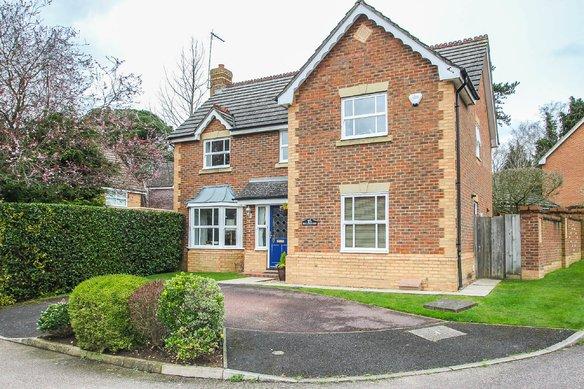 Latest Properties 9 Tower Gardens, Claygate Grosvenor Billinghurst