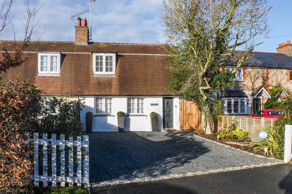 Similar Properties Blundel Lane, CobhamGrosvenor Billinghurst