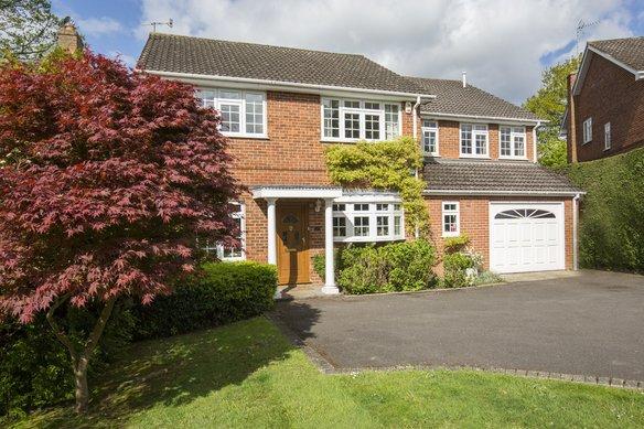 Similar Properties Bramble Rise, CobhamGrosvenor Billinghurst