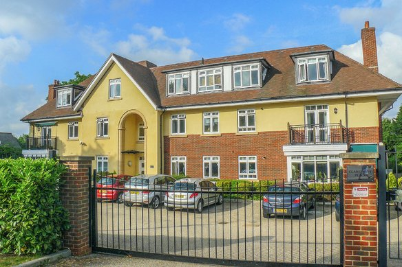 Similar Properties Claremont Place, ClaygateGrosvenor Billinghurst