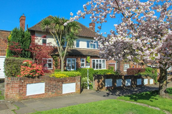 Similar Properties Claygate Lane, Hinchley WoodGrosvenor Billinghurst