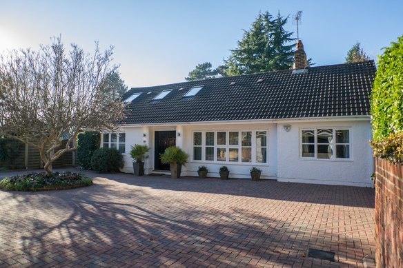 Similar Properties Courtleas, CobhamGrosvenor Billinghurst