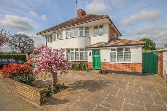 Similar Properties Coverts Road, ClaygateGrosvenor Billinghurst