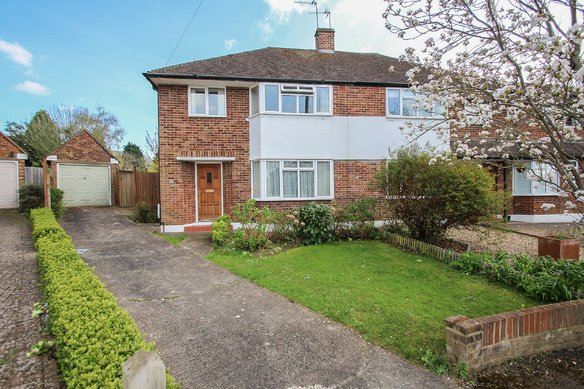 Similar Properties Crediton Way, ClaygateGrosvenor Billinghurst