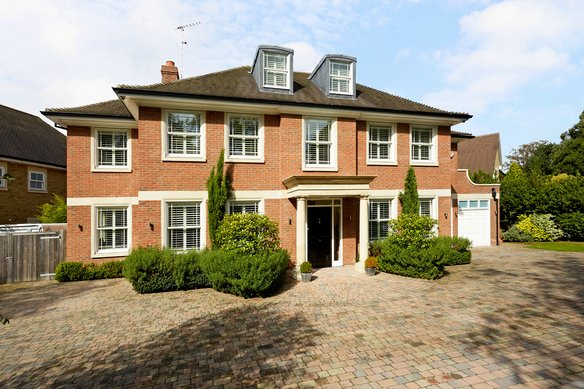 Similar Properties Fairmile Lane, CobhamGrosvenor Billinghurst