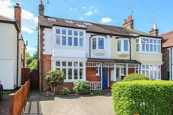 Similar Properties Hare Lane, ClaygateGrosvenor Billinghurst