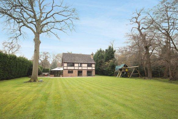 Similar Properties Heath Road, OxshottGrosvenor Billinghurst