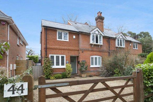 Similar Properties Littleheath Lane, CobhamGrosvenor Billinghurst
