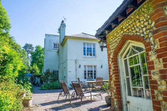 Similar Properties London Road, CobhamGrosvenor Billinghurst