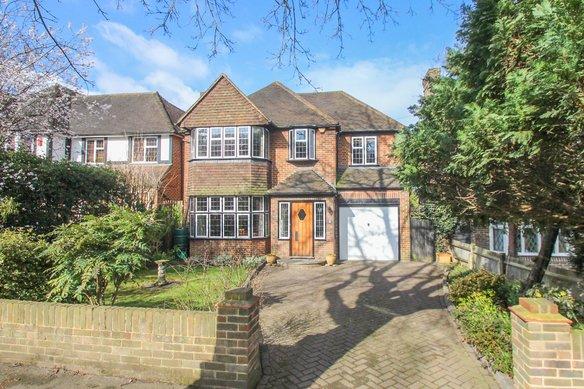 Similar Properties Manor Road South, Hinchley WoodGrosvenor Billinghurst