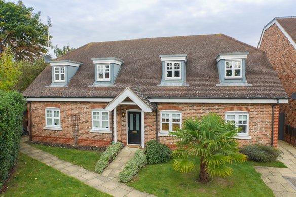 Similar Properties Northfield Farm Mews, CobhamGrosvenor Billinghurst