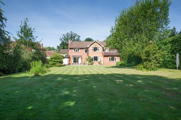 Similar Properties Oak Road, CobhamGrosvenor Billinghurst