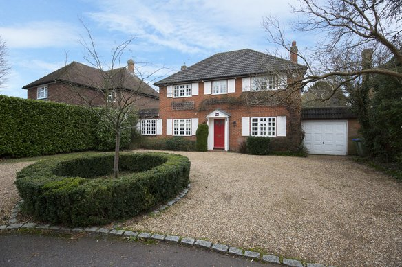 Similar Properties Oxshott Way, CobhamGrosvenor Billinghurst
