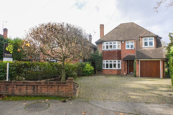 Similar Properties Pipers Close, CobhamGrosvenor Billinghurst