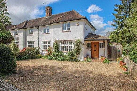 Similar Properties Rythe Road, ClaygateGrosvenor Billinghurst