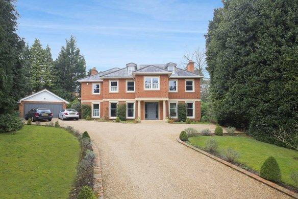 Similar Properties Sandy Drive, CobhamGrosvenor Billinghurst
