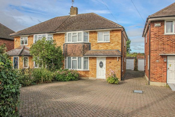 Similar Properties Telegraph Lane, ClaygateGrosvenor Billinghurst