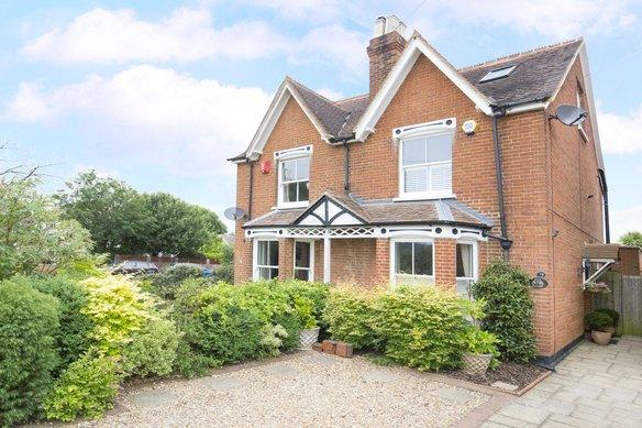 Latest Properties Tilt Road, Cobham Grosvenor Billinghurst