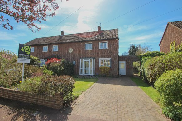 Similar Properties Woodbourne Drive, ClaygateGrosvenor Billinghurst