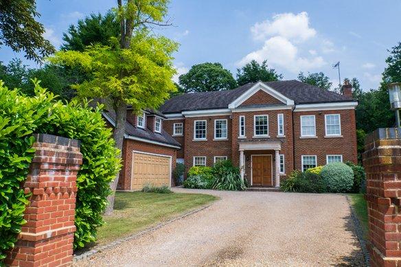 Similar Properties Woodside Road, CobhamGrosvenor Billinghurst