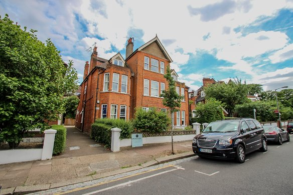 Similar Properties 19 Holmbush Road, South LondonGrosvenor Billinghurst