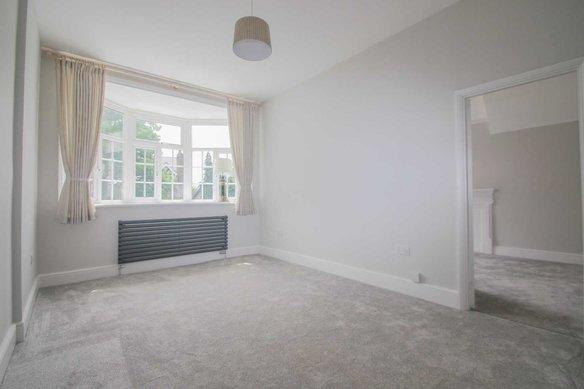 Similar Properties 5 Rodway Road, South LondonGrosvenor Billinghurst