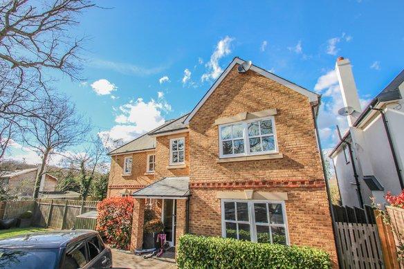 Similar Properties 60 Stevens Lane, ClaygateGrosvenor Billinghurst