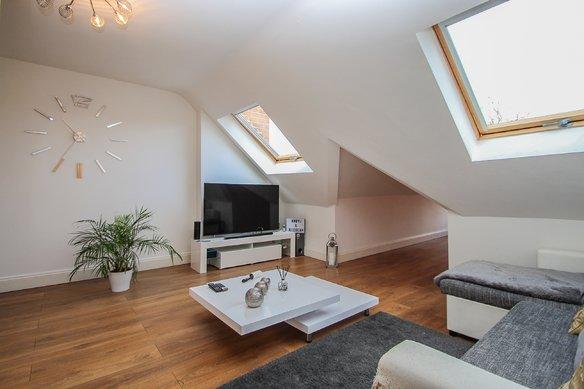 Similar Properties 7 High Street, ClaygateGrosvenor Billinghurst