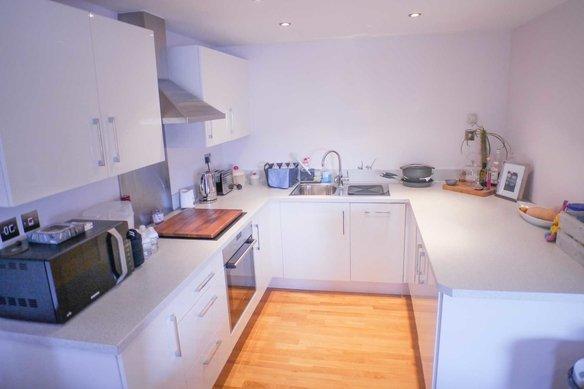 Similar Properties Anyards Road, CobhamGrosvenor Billinghurst