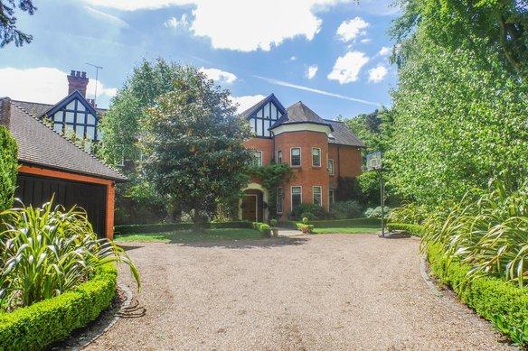 Similar Properties Broom Way, WeybridgeGrosvenor Billinghurst