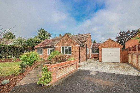 Similar Properties Compton Close, ClaygateGrosvenor Billinghurst