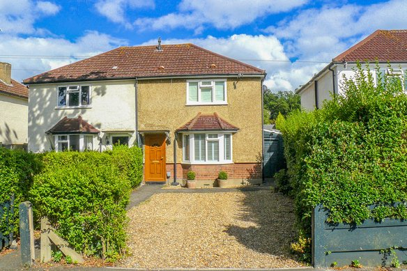 Similar Properties Coverts Road, ClaygateGrosvenor Billinghurst