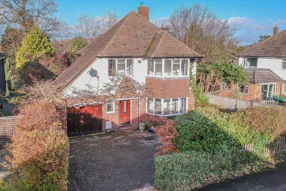 Similar Properties Derwent Close, ClaygateGrosvenor Billinghurst