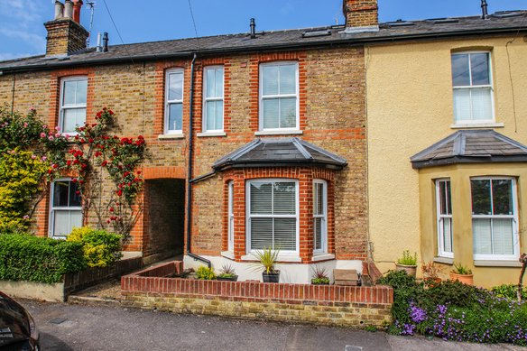 Similar Properties Elm Road, ClaygateGrosvenor Billinghurst