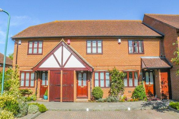 Similar Properties Foley Mews, ClaygateGrosvenor Billinghurst