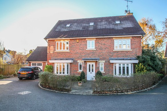 Similar Properties Foley Wood, ClaygateGrosvenor Billinghurst
