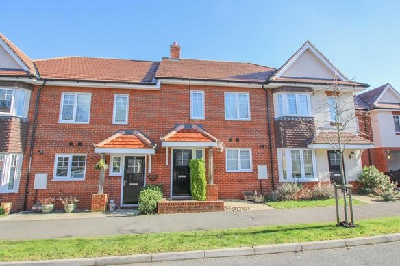 Similar Properties Hengest Avenue, Hinchley WoodGrosvenor Billinghurst