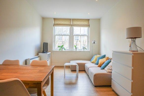 Similar Properties High Street, EsherGrosvenor Billinghurst