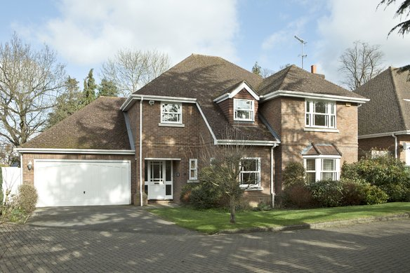 Similar Properties Howitts Close, EsherGrosvenor Billinghurst