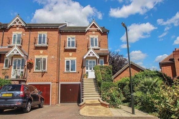Similar Properties Lynwood Road, Hinchley WoodGrosvenor Billinghurst