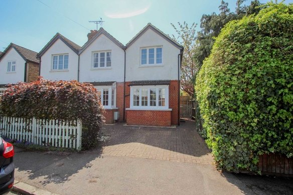 Similar Properties Norfolk Road, ClaygateGrosvenor Billinghurst