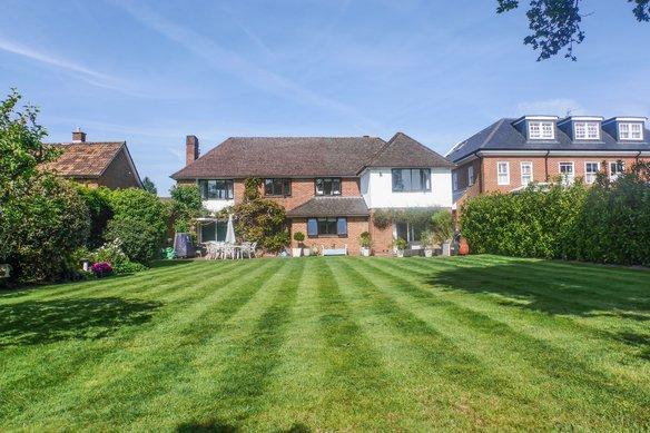 Latest Properties Oak Road, Cobham Grosvenor Billinghurst