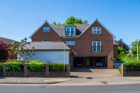 Similar Properties Portsmouth Road, CobhamGrosvenor Billinghurst