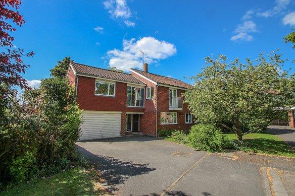 Similar Properties Queen Anne Drive, ClaygateGrosvenor Billinghurst
