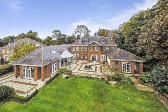 Similar Properties Queens Drive, OxshottGrosvenor Billinghurst