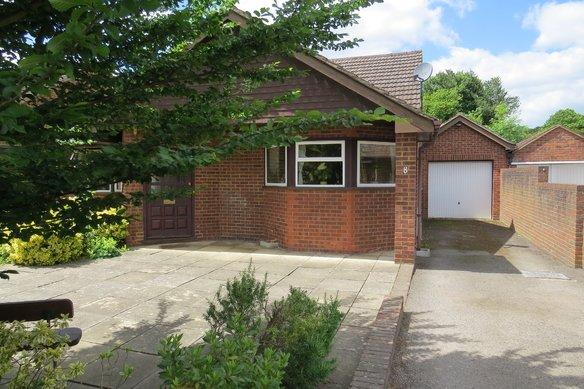 Similar Properties Simons Close, WokingGrosvenor Billinghurst